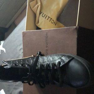 Louis Vuitton Sneaker (Black)